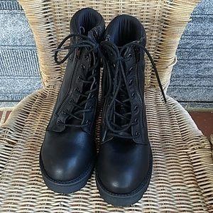 Mia Shoes - MIA Morrigan Combat Boots size 6.5 BNWT
